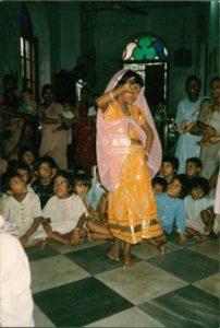 Aroti bambina danza i-colori-dell-adozione